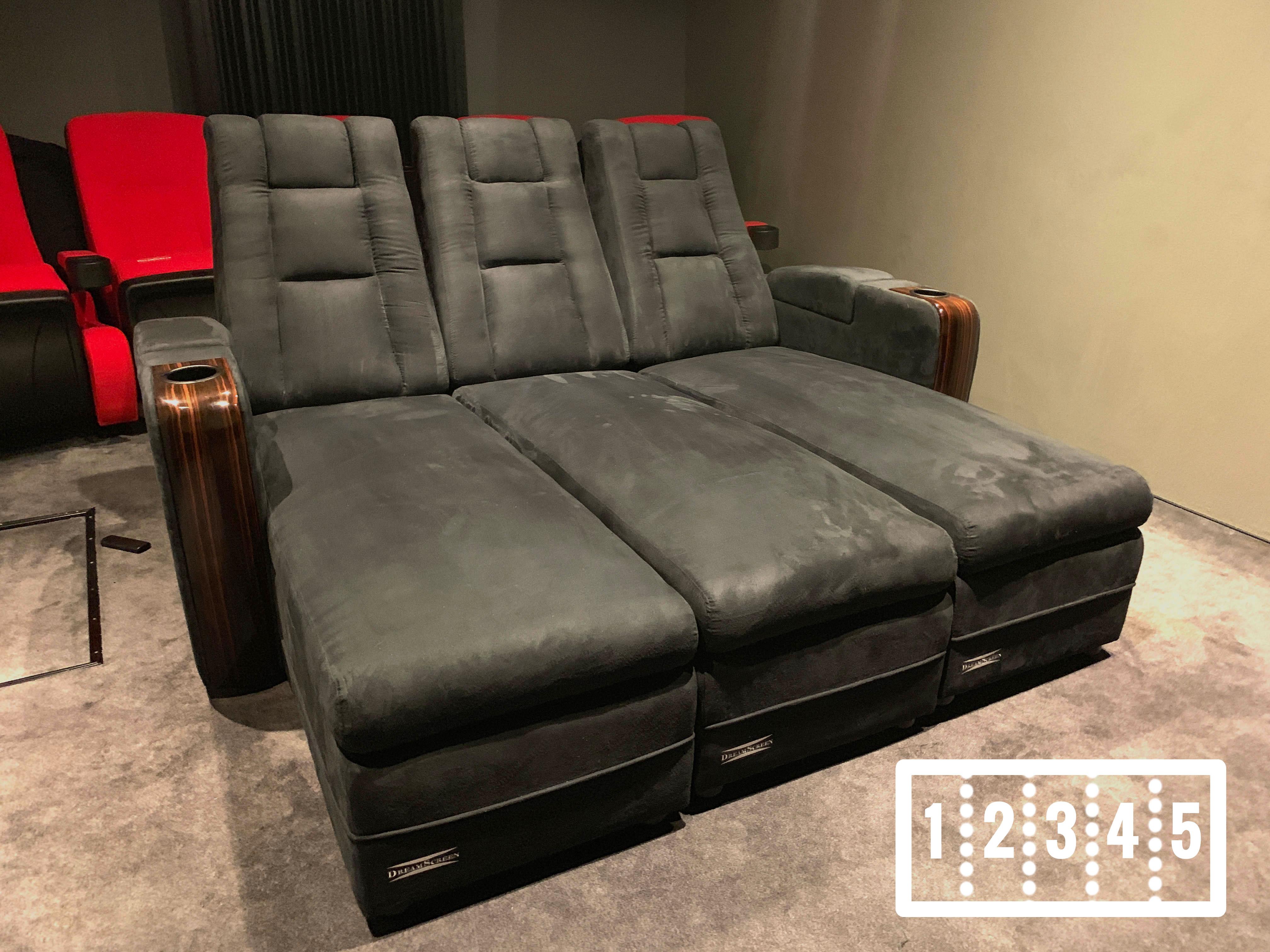 DreamScreen CineSeat ProMotor v4 Motorisert Chaise 5-seter TextileShield Mikrofiber Sort
