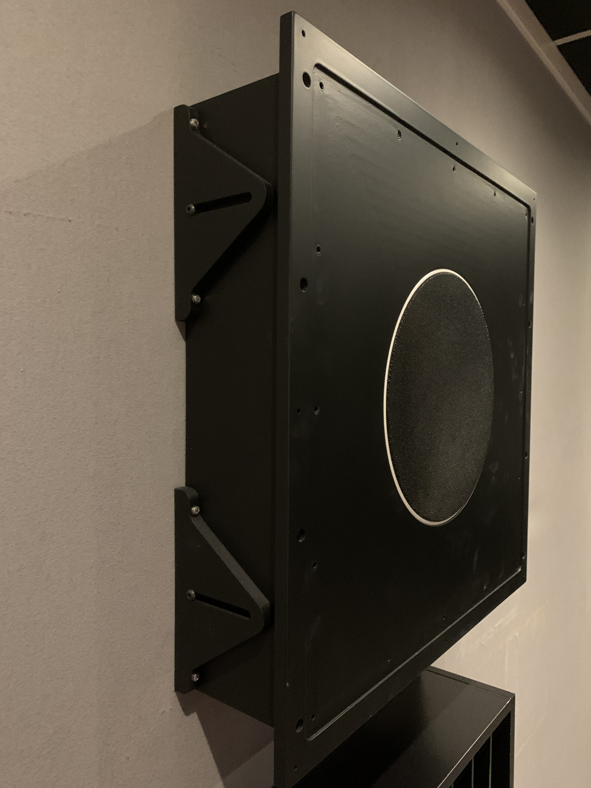 AVshop KEF custom in/on-wall / in/on-ceiling kabinett SORT -DEMO / PROTOTYPE-