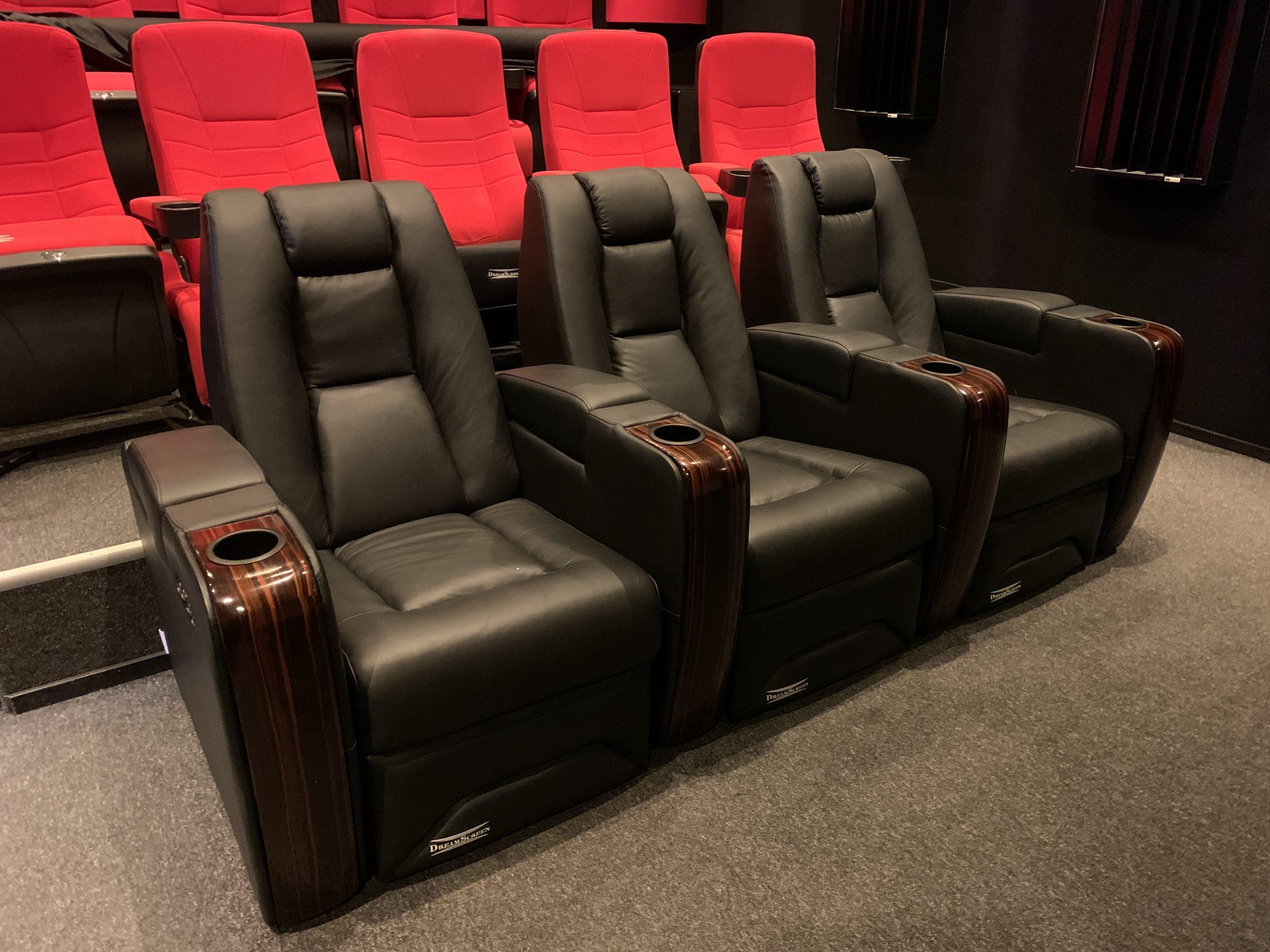 DreamScreen CineSeat ProMotor v4 Motorisert Recliner 3-seter Skinn Sort -DEMO!-